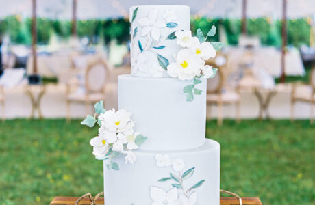 Our Favorite 2020 Wedding Cake Trends